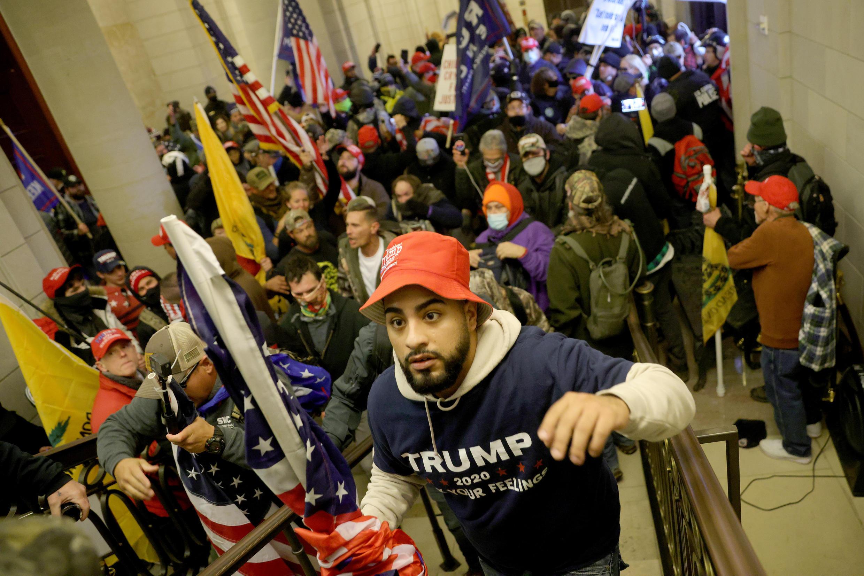 Les pro-Trump parviennent à forcer l'entrée du temple de la démocratie américaine.