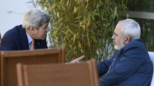 Le secrétaire d'État américain, John Kerry, et son homologue iranien, Mohammad Javad Zarif, le 30 mai à Genève.