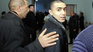 Le rappeur Weld el 15, au tribunal de Nabeul, en Tunisie, le 5 décembre 2013.