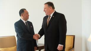 Le bras droit du dirigeant nord-coréen, Kim Yong-chol, et le secrétaire d'État américain, Mike Pompeo, jeudi 31 mai 2018, à New York.