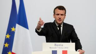 El presidente francés, Emmanuel Macron, pronuncia un discurso en el centro cultural Alb'Oru en Bastia, en Córcega, Francia, el 7 de febrero de 2018.