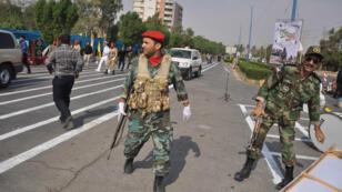 Soldados iraníes en medio del ataque contra un desfile militar en Ahvaz. 22/09/18