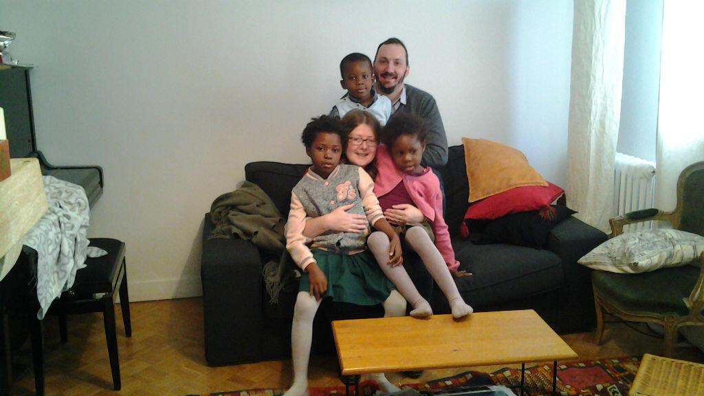 La famille Enderlé enfin réunie dans leur foyer à Caen, après deux années d'attente.