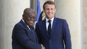 Le président français Emmanuel Macron accueille son homologue ghanéen Nana Akufo-Addo à l'Élysée le 11 juillet 2019.