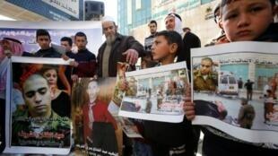 فلسطينيون يتظاهرون ضد الحكم الصادر بحق الجندي الاسرائيلي ايلور عزريا في قضية الاجهاز على الفلسطيني عبد الفتاح الشريف في 21 شباط/فبراير 2017