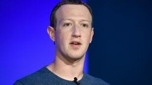 Mark Zuckerberg, le patron de Facebook, reconnaît que les lois qui gouvernent internet sont dépassées