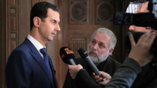 Une photo de l'agence syrienne Sana montrant le président syrien donnant une interview à un média belge.