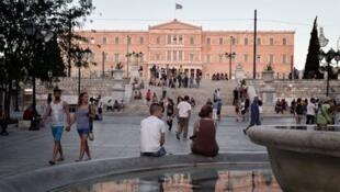 Les Grecs se rendront donc aux urnes le 20 septembre 2015 pour la troisième fois depuis le début de l'année.