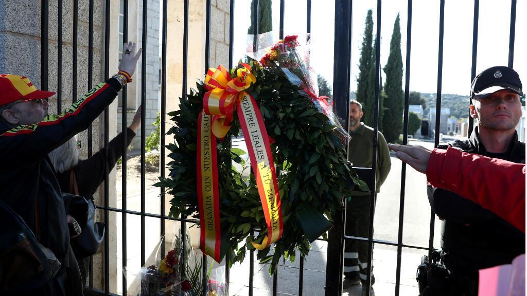 Seguidores del dictador español Francisco Franco le rindieron homenaje en el Valle de los Caídos el día de su exhumación, el 24 de octubre de 2019