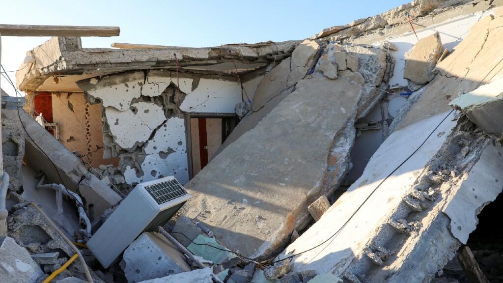 Un edificio del barrio Abu Slim quedó derrumbado después de un ataque sobre Tripoli, Libia, en una imagen de archivo del 28 de febrero.