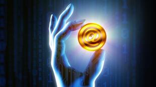 Il existe environ 840 monnaies électroniques dématérialisées alternatives au bitcoin.