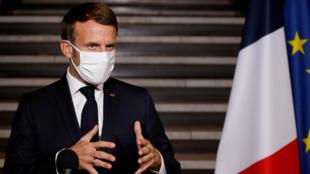 Emmanuel Macron habla a Francia