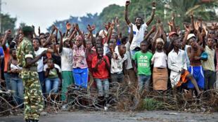 Des manifestants opposés au 3e mandat du président Pierre Nkurunziza, à Bujumbura, le 22 mai 2015.