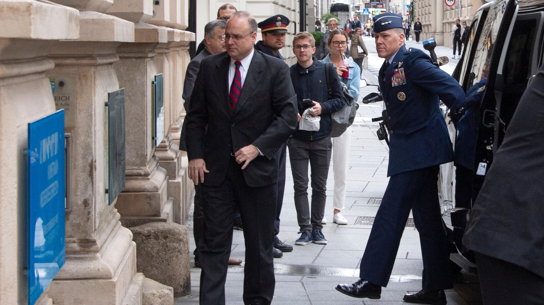 Marshall Billingslea, Enviado Presidencial Especial de los Estados Unidos para el Control de Armas, llega a la reunión entre Estados Unidos y Rusia en el Palacio Niederoestereich en Viena el 22 de junio de 2020.