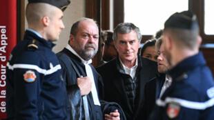Jérôme Cahuzac, antouré de ses avocats, avant l'ouverture de son procès en appel, le 12 février.