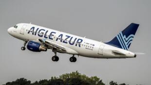 """طائرة تابعة لشركة """"إيغل أزور"""" تقلع من مطار ليل بشمال فرنسا. 25 أغسطس/آب 2017."""