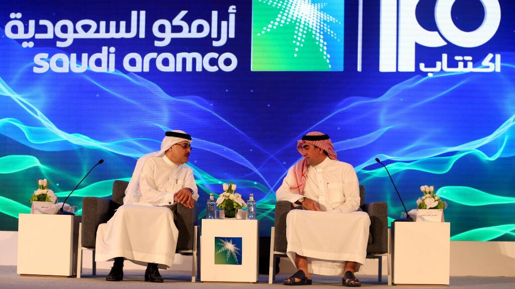 El presidente de Aramco, Amin H. Nasser, y el director del consejo, Yaser al Rumayan, anuncian la salida a bolsa de la compañía en Dhahran, Arabia Saudita, este 3 de noviembre de 2019