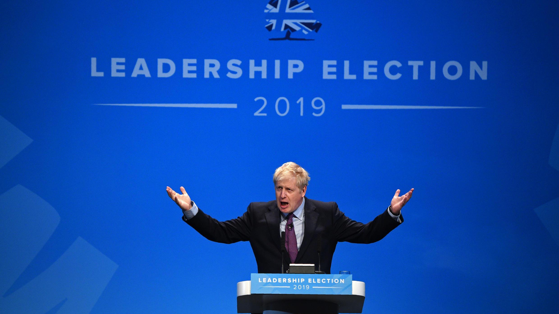 El diputado conservador Boris Johnson habla a la audiencia mientras participa en un evento de reuniones de líderes del Partido Conservador en Birmingham, Inglaterra central, el 22 de junio de 2019.