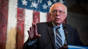 Bernie Sanders s'adresse à ses concitoyens.