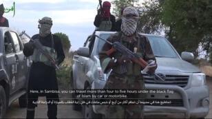 Capture d'écran d'une vidéo diffusée par le groupe Boko Haram le 2 juin, montrant des membres présumés.
