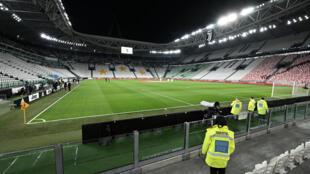 Esta imagen de archivo muestra al estadio de la Juventus, en Turín, antes de un partido de la liga italiana de fútbol jugado sin público entre Juventus y el Inter de Milán, el 8 de marzo de 2020
