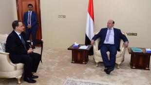 الرئيس اليمني عبد ربه منصور هادي مستقبلا الوسيط الأممي إسماعيل ولد شيخ أحمد.