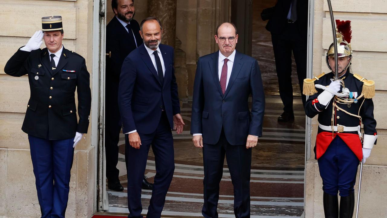 صورة تجمع رئيس الوزراء السابق إدوار فيليب ورئيس الوزراء المكلف جان كاستكس، باريس، فرنسا، 03 يوليو/ تموز 2020