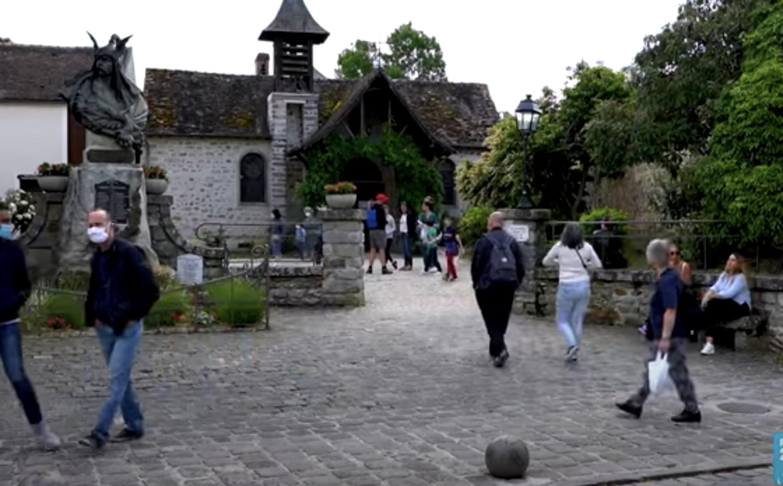 De nombreux visiteurs ont choisi ce week-end le village impressionniste de Barbizon, pour s'évader de Paris, après deux mois de confinement.