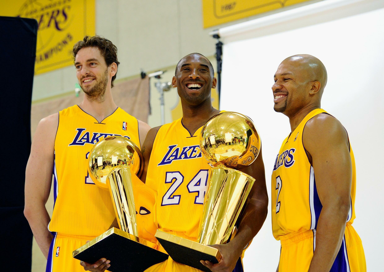 Pau Gasol aux côtés de Kobe Bryant et Derek Fisher après le titre NBA remporté par les Lakers de Los Angeles en 2010.