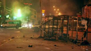 الشرطة تطارد عددا من المشاغبين في ضواحي العاصمة تونس ليلة 8 يناير/كانون الثاني