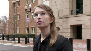 © Former US Army intelligence analyst Chelsea Manning speaks to reporters outside the US federal courthouse in Alexandria, Virginia on March 8, 2019.