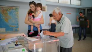 Plus de 9 millions de Grecs sont attendus aux urnes pour ces élections législatives anticipées, le 7 juillet 2019.
