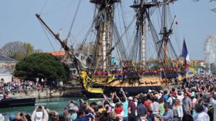 """""""L'Hermione"""" au port de La Rochelle le 15 avril 2015"""