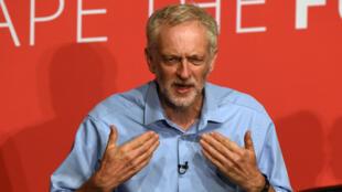 Jeremy Corbyn lors d'un meeting de campagne électorale pour le Labour le 25 juillet 2015, à Warrington, dans le nord-est de l'Angleterre.