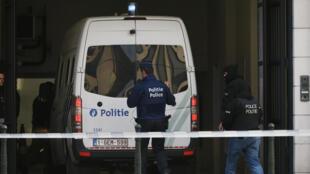 Un véhicule de la police arrive à la cour de justice de Bruxelles, le 14 avril 2016.