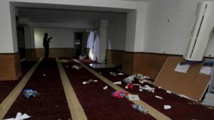 جانب من القاعة التي تعرضت للاعتداء في كورسيكا