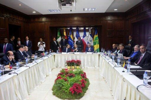 اجتماع في سانتو دومينغو بين وفدي الحكومة والمعارضة في فنزويلا في 2 ديسمبر 2017