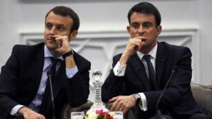 Manuel Valls et Emmanuel Macron lors d'un déplacement commun en Algérie en avril 2016.