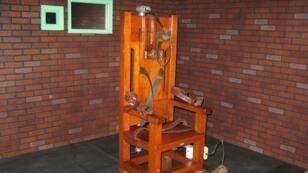 """""""Old Sparky"""", ou un ancien modèle de chaise électrique, utilisée pour exécuter 361 prisonniers entre 1924 et 1964. Elle est exposée dans le Musée de la prison du Texas, à Huntsville."""