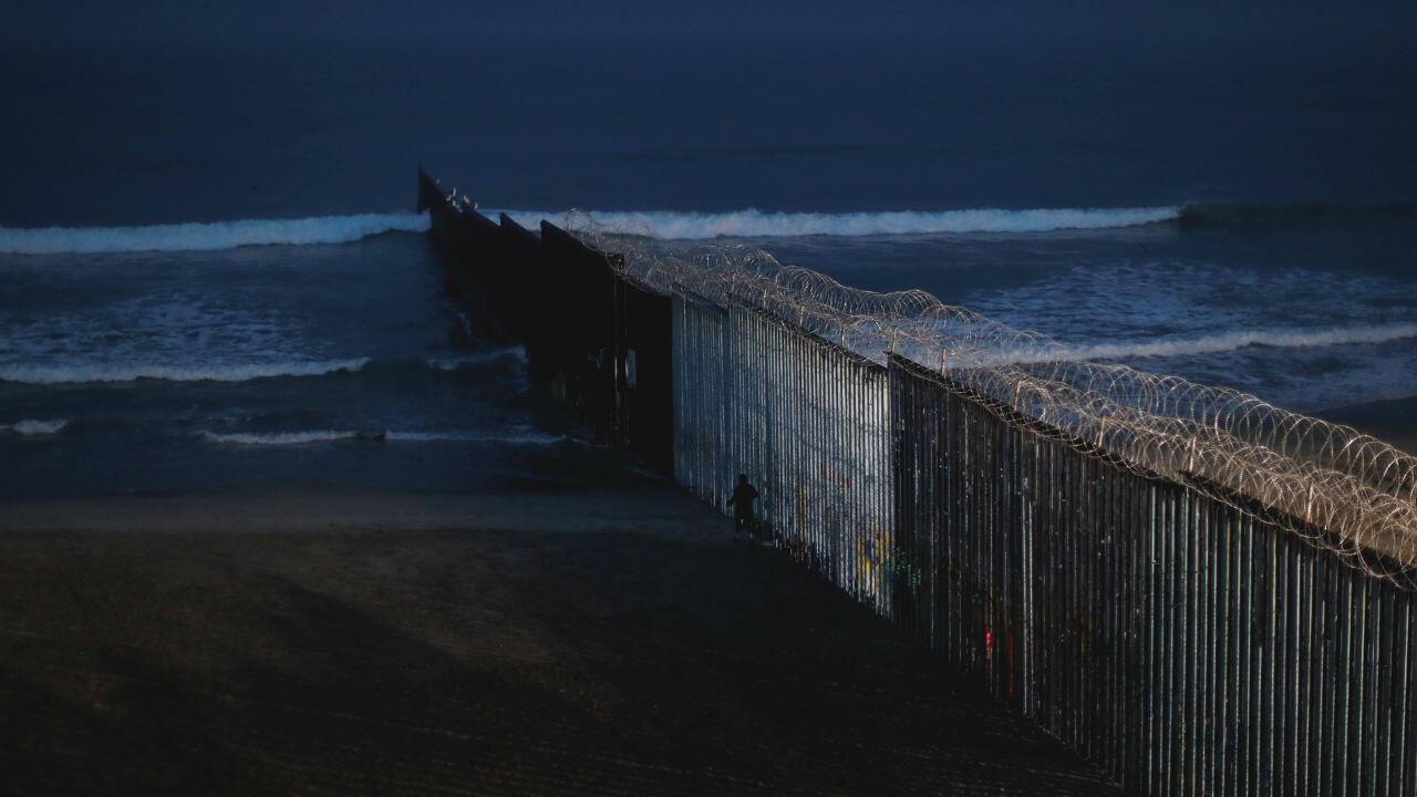 Une vue de la barrière frontalière à proximité de la ville mexicaine de Tijuana