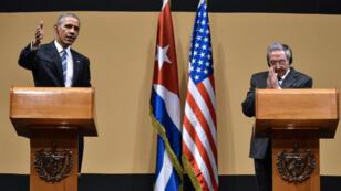 Barack Obama et Raul Castro lors de leur conférence de presse lundi au palais de la Révolution de La Havane.