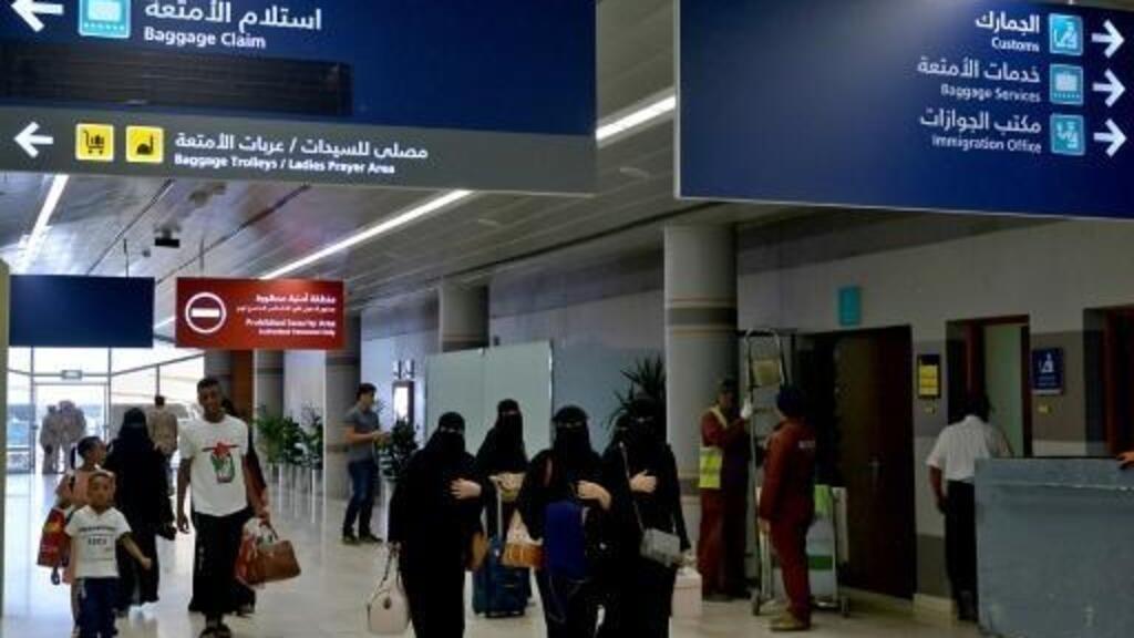 السعودية تبدأ بتنفيذ قرار السماح للنساء فوق سن الـ21 بالسفر دون موافقة أولياء الأمور