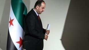 رئيس وفد المعارضة نصر الحريري بعد انتهاء المؤتمر الصحافي في جنيف في 27 تشرين الثاني/نوفمبر 2017