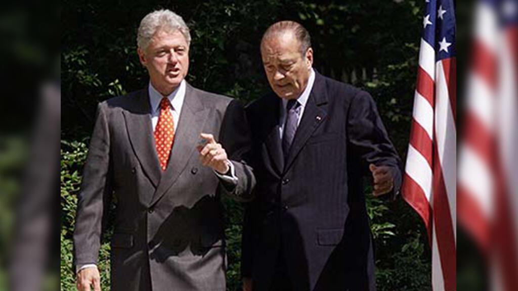 El expresidente estadounidense Bill Clinton con Chirac en el Palacio del Elíseo en París el 17 de junio de 1999.