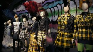 """La collection """"Punk Cancan"""" et de nombreuses autres réalisations de """"l'enfant terrible de la mode"""" est exposée au Grand Palais jusqu'au 3 août 2015."""