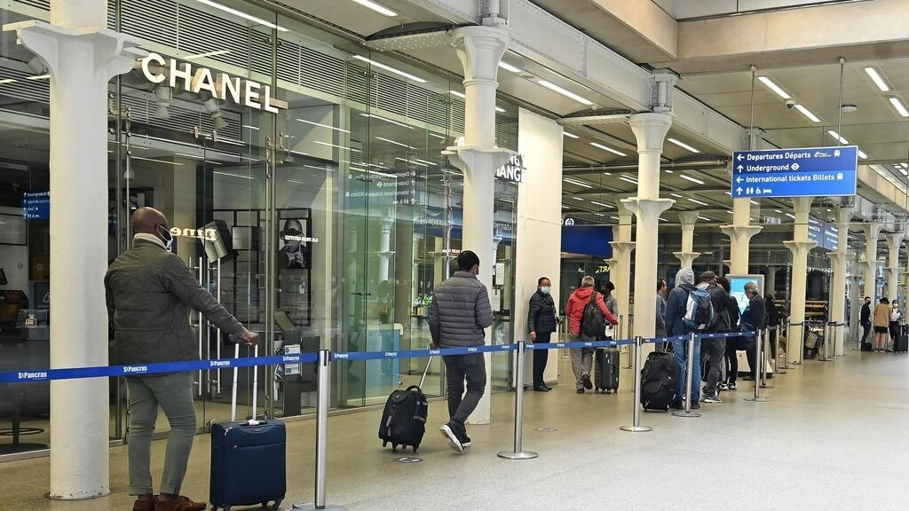 Covid-19: UK imposes 14-day quarantine on people travelling from France