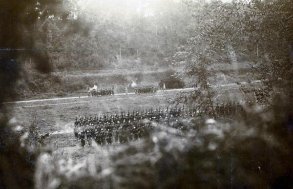 L'exécution de deux soldats près de Pierrefonds, dans l'Oise, en juillet 1915