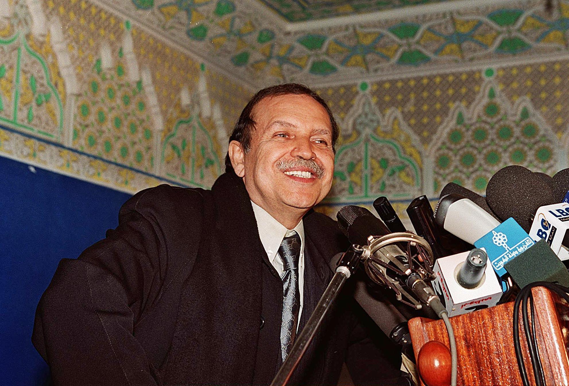 الرئيس الجزائري السابق عبد العزيز بوتفليقة لدى توليه السلطة في 16 نيسان/أبريل 1999