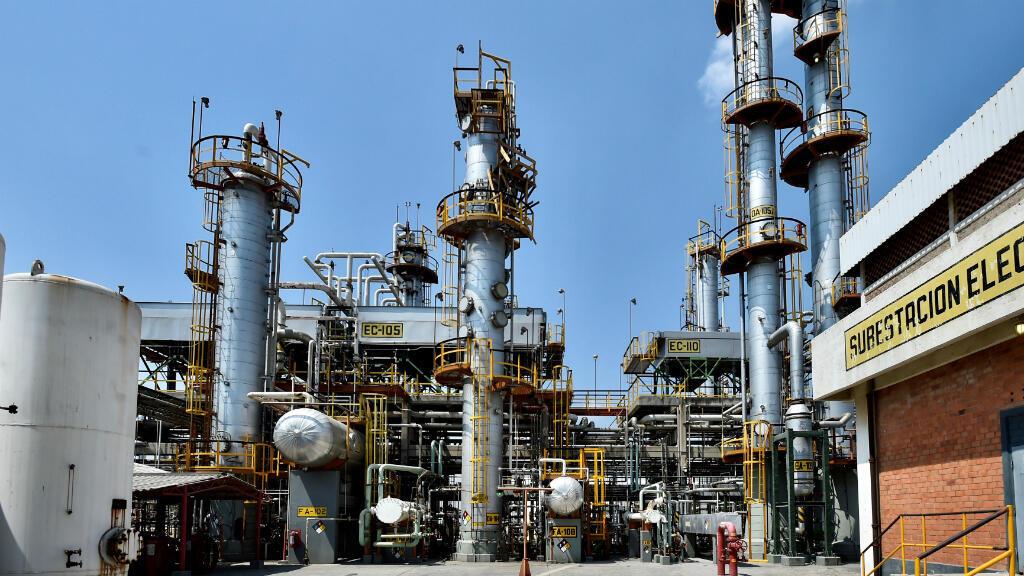 Una vista general muestra la refinería de Salamanca de la petrolera estatal de México, Pemex, durante un recorrido del presidente de México, Andrés Manuel López Obrador, en Salamanca, estado de Guanajuato, México, el 26 de mayo de 2019.
