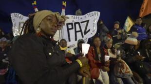 Cientos de personas participaron en una manifestación contra el asesinato de líderes sociales en la plaza Bolívar en Bogotá el 29 de abril de 2019.
